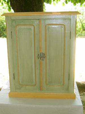 divers-meubles-peints-
