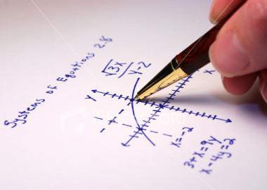enseignant-donne-cours-matha-copy-matiques-physique-chimie-