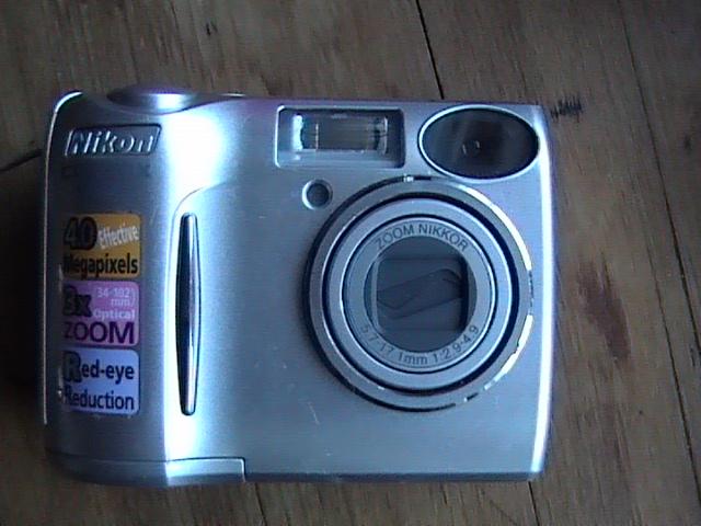 appareil-photo-numerique-nikon-coolpix-4600