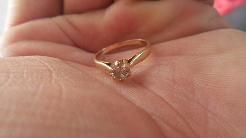bague-de-fiancailles-or-et-diamant-solitaire-urgent