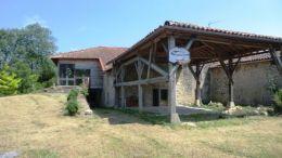 Entre St Girons et Cazeres belle maison ancienne de 222 m² sur 2900 m² de terrain