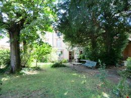 Magnifique demeure 17 ème de 550 m² avec dépendance de 380 m² et jardin de 1000 m²