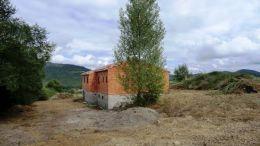 Sur 1600 m² maison de 155 m² a finir